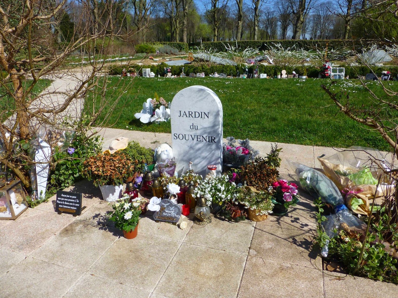 Les Amis de Beauford Delaney Visiting Thiais Cemetery Part 2