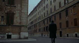 """Marcello Mastroianni in """"Cronaca Familiare""""; notare la prospettiva d'angolo"""