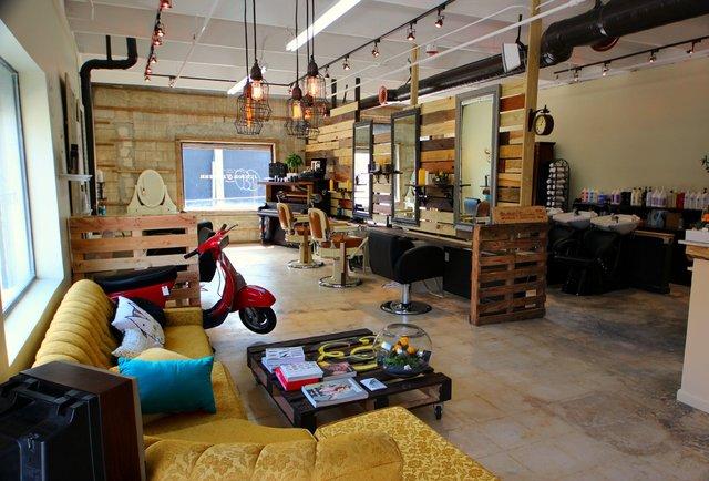 Seaseight design blog interior design barber shop for Arredamento barbiere vintage