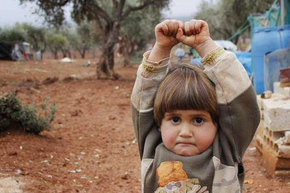 Syrian Girl Surrenders In Front Of The Camera Mistaking It For A Gun!