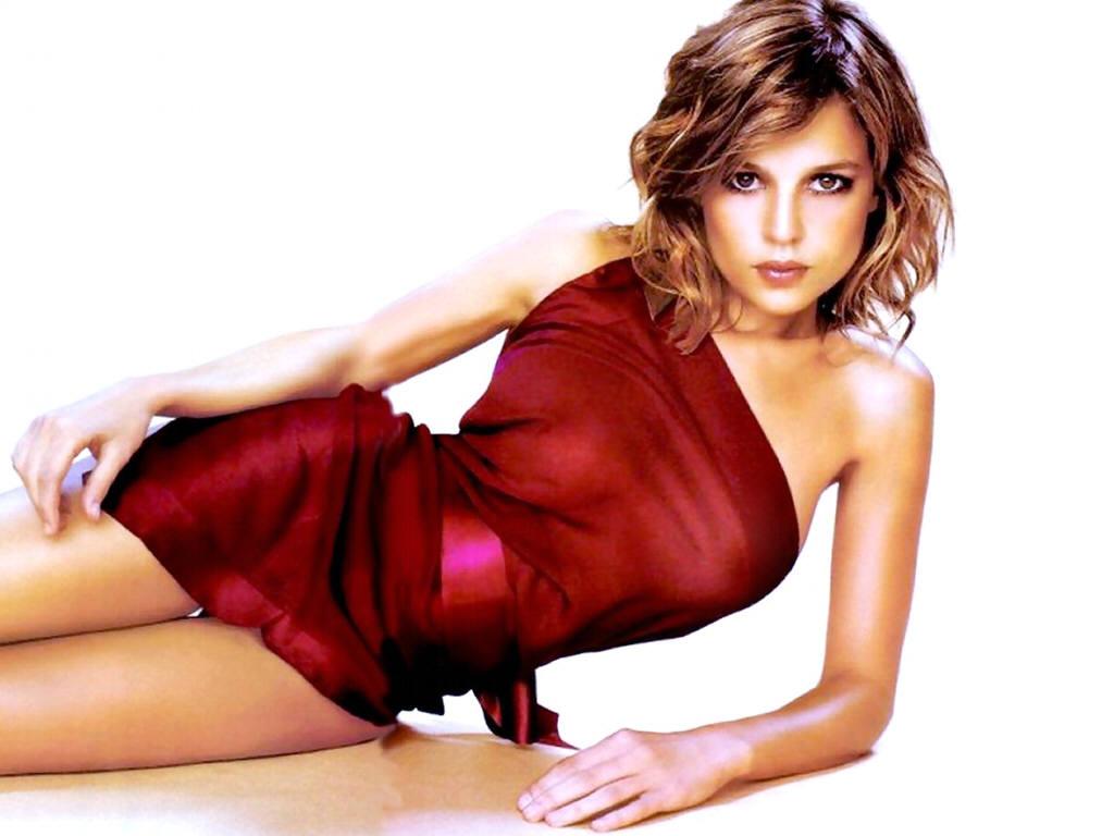 http://4.bp.blogspot.com/-pac0wyfJILY/TyOcz77LeHI/AAAAAAAABiw/pC_Qn078wsg/s1600/Elena-Anaya-14.JPG