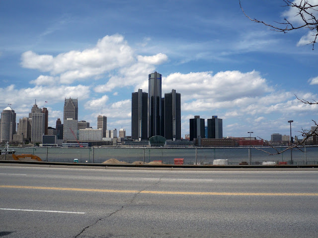 Detroit-River Detroit-Skyline