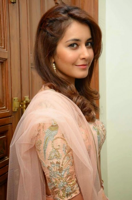 Raashi Khanna At Jil Audio Launch Stills