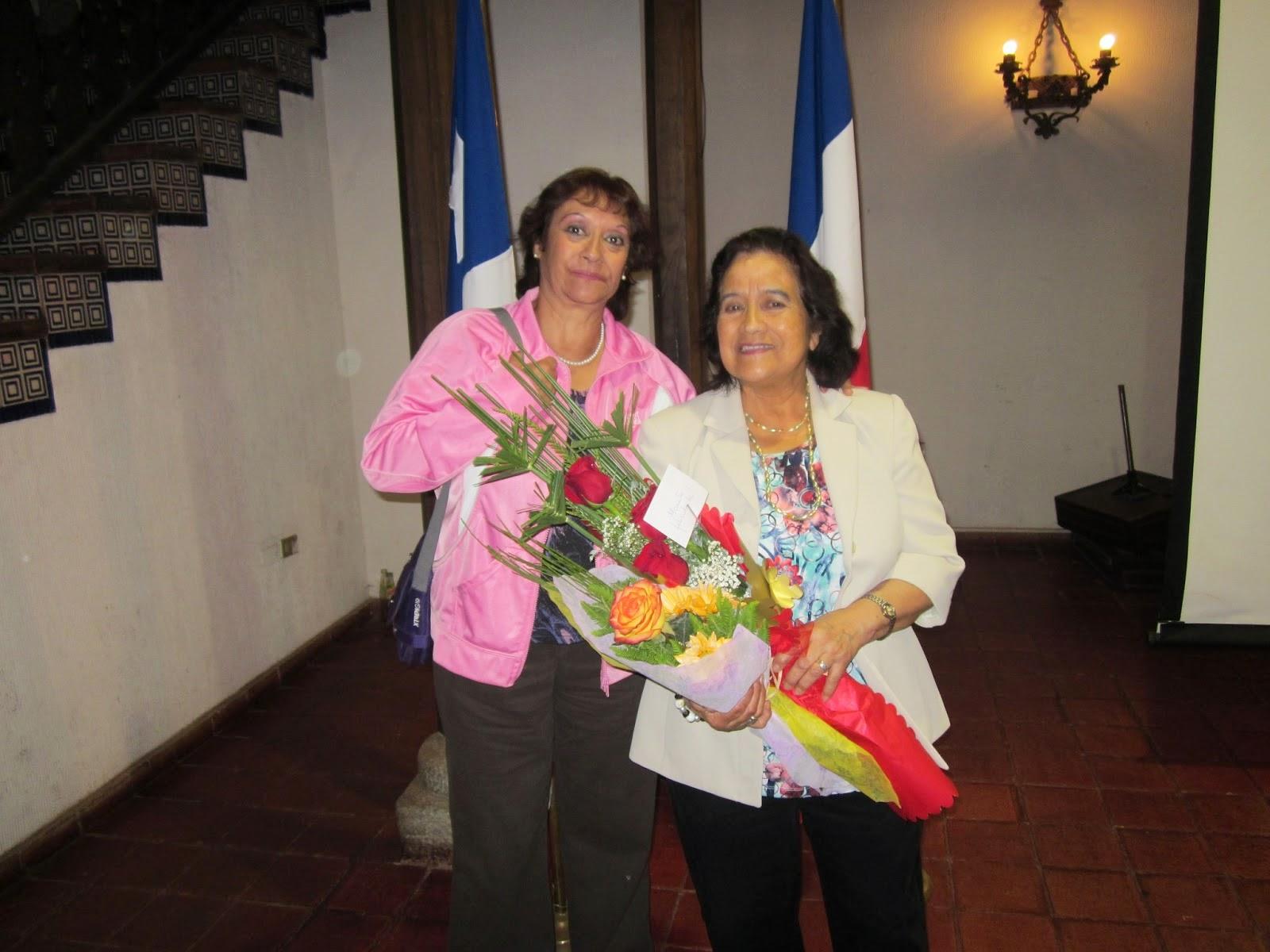 Evelina Rojas junto a su hermana Georgina en 1° presentación de Destinos en Chillán Viejo