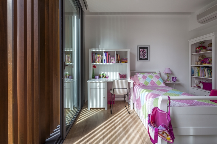 Kid's bedroom in Modern House by Wallflower Architecture + Design