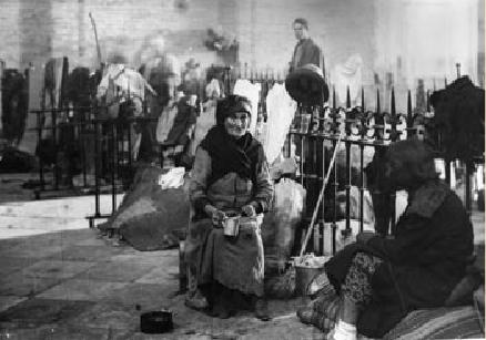 Refugiados en la Catedral de Málaga durante la Guerra Civil