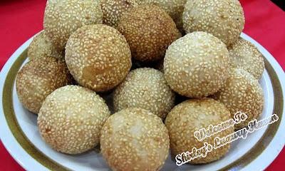 hainanese sesame glutinous rice balls