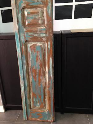 Restaurar una puerta con muchas capas de pintura, decaparla y dejarla preciosa