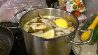 12.鶏肉のレモン煮込み調理中_料理教室風写真