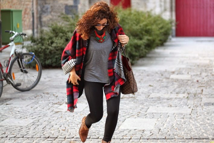 http://www.inlovewith-fashion.com/2013/10/plaid-scarf-in-brujas.html