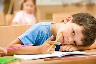 élève écriture cursive fatigue