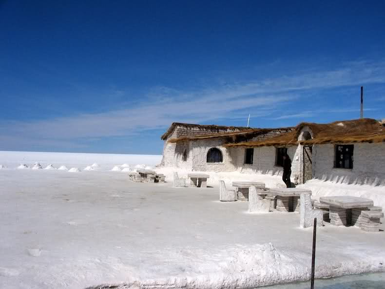 Salt hotels in salar de uyuni bolivia the fun learning for Salar de uyuni hotel made of salt
