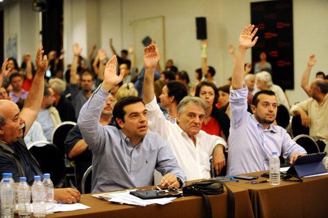 Ο Τσίπρας κερδίζει στη Βουλή, χάνει το κόμμα