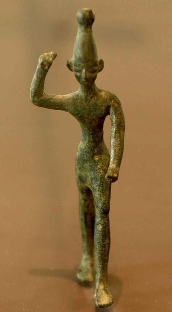 O deus-demônio Baal acostumava ser representado ameaçando com raios na mão.