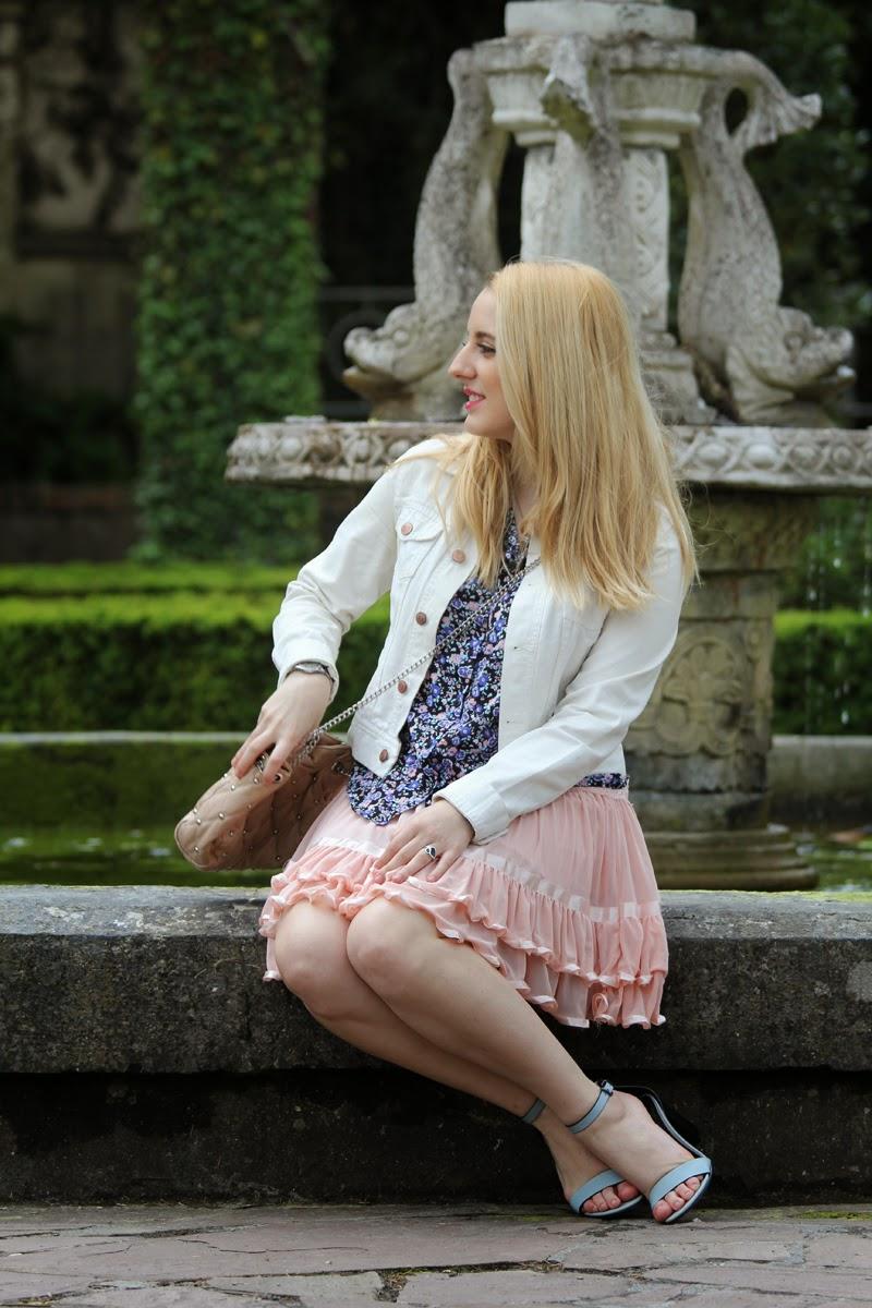 outfit_romantico-falda_rosa-camiseta_azul-blog_bilbao