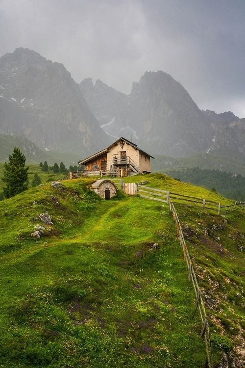 Stunning views mountain cabin the dolomites italy for Best view of dolomites