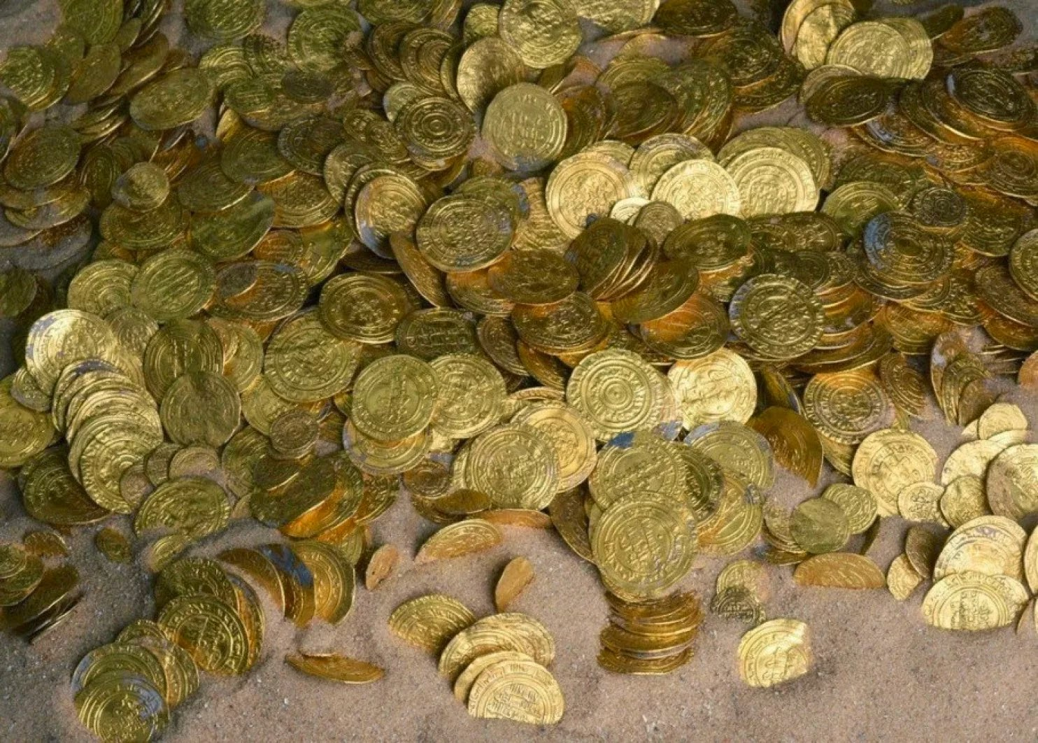 Найден самый большой в израиле клад золотых монет.