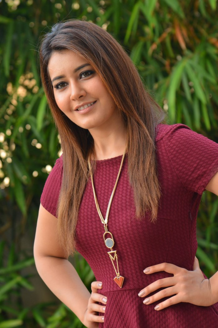 Rashi Khanna Latest Photo1