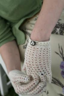 foxburrow vintage vintage gloves and bird bracelet