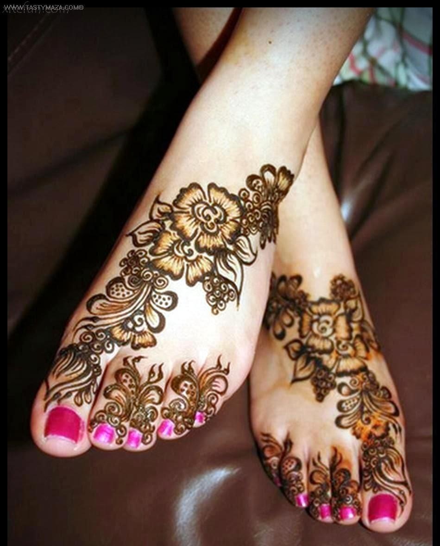 Цветок мехенди на ноге