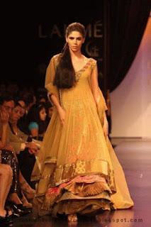 mehendi-dresses-pakistan