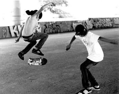 kids skate boarding