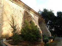 Contraforts de l'ermita de Sant Lleïr