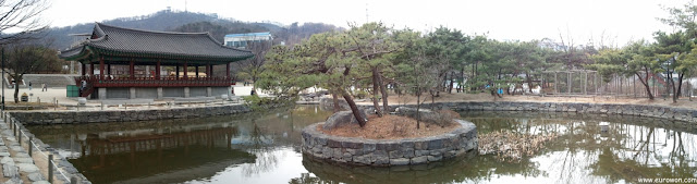 Panorámica de la aldea tradicional hanok Namsangol de Seúl en Corea