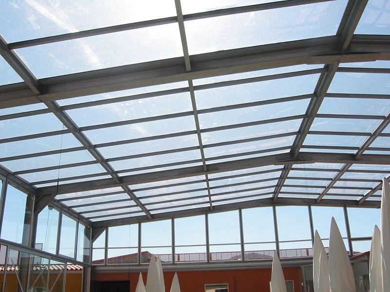 Utilidades de los techos de vidrio porche de techo de for Piscinas cubiertas alcobendas