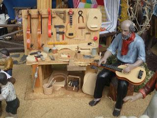 Maestro artesano constructor de guitarras, XVIII Feria del Belén de Sevilla