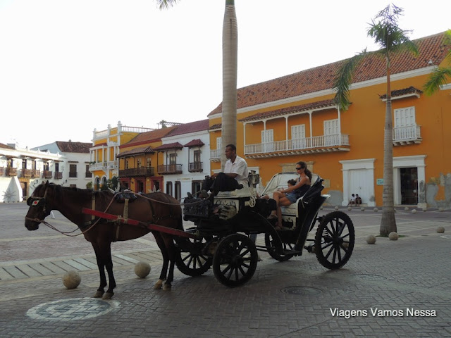 Plaza de los Coches. A charrete é muito utilizada para passear no centro histórico de Cartagena