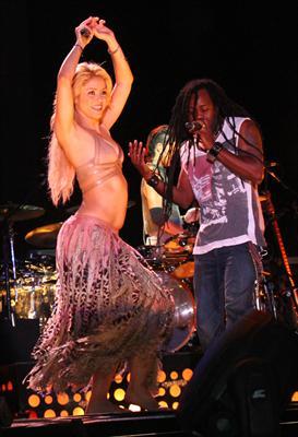 Galería » Apariciones, candids, conciertos... - Página 2 Shakira+roni+%252811%2529_634420906969609680_PhotoGalleryMain