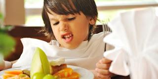 Cara agar Anak Mau Makan Malam