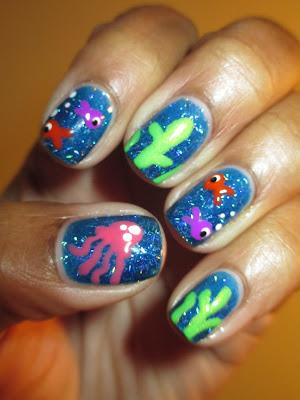 Blue, holo, stripe glittler, H&M, fish, jelly fish, seaweed, under the sea, nails, nail art, nail design, mani
