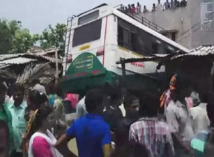 Road ACcident : RTC Bus Hits Auto in Vishakhapatnam, accident, road accident, car bus
