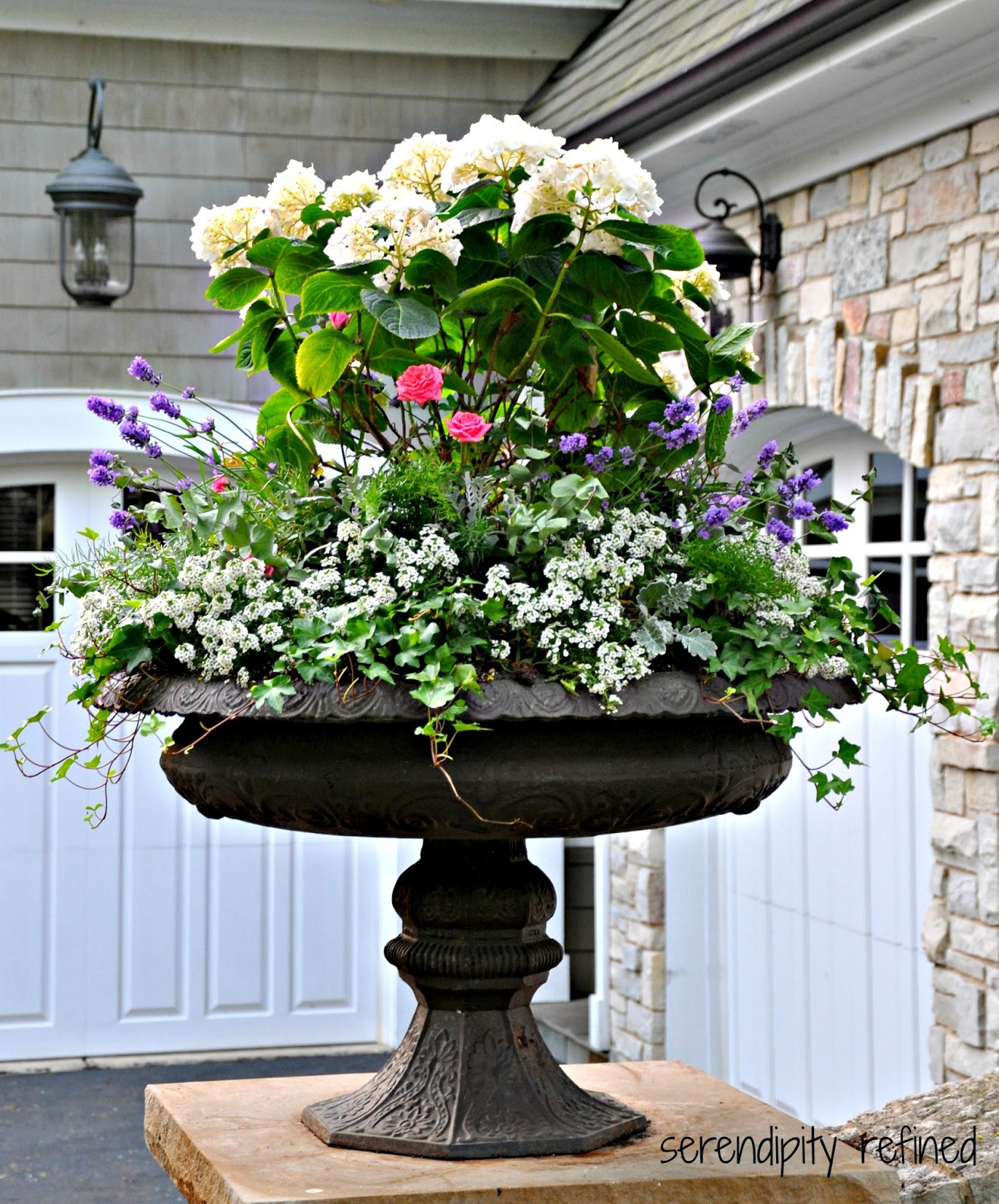 Landscaping ideas for planting urns for Outdoor planter ideas