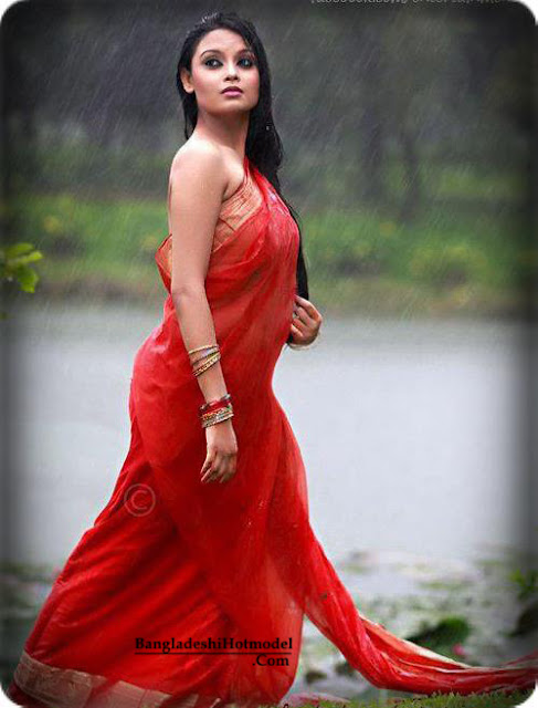 Bengali Girls in Hot Red Saree