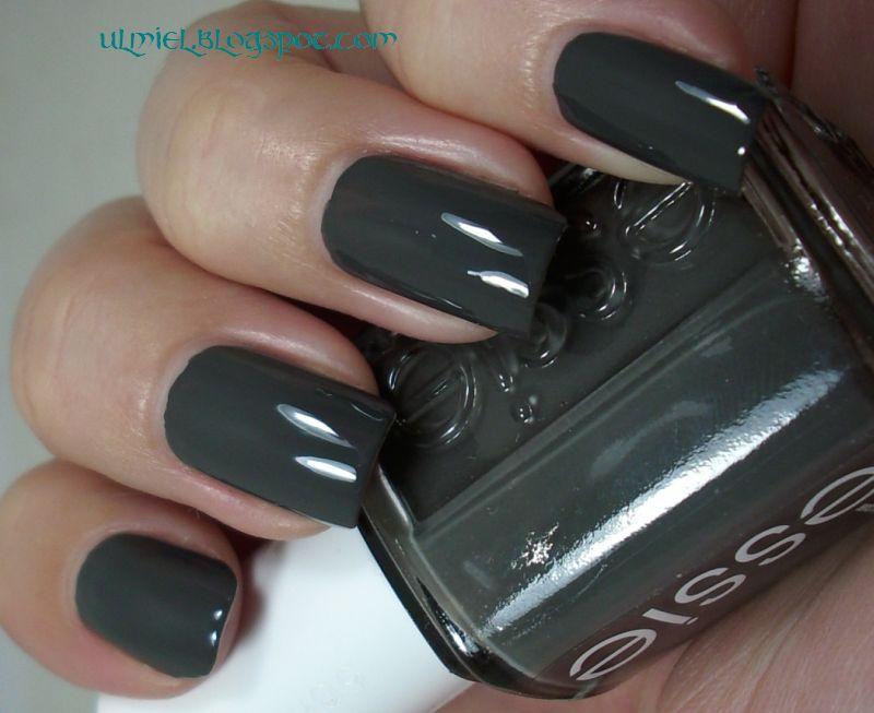 Did someone say nail polish?: Essie - Power Clutch