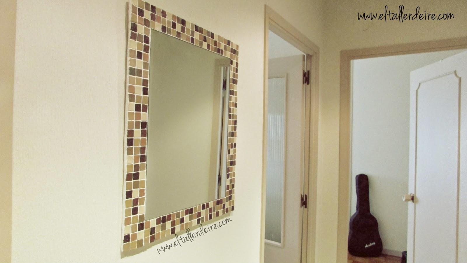 C mo hacer un marco grande con mosaico el taller de ire - Hacer marco espejo ...