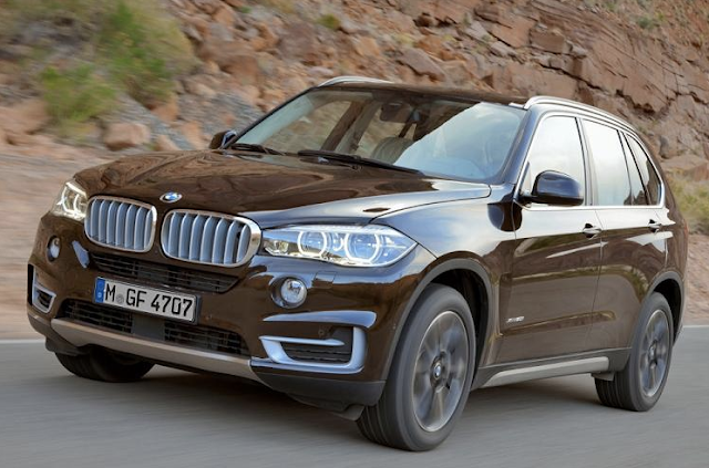 2017 BMW X7 in the street