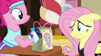 Pinkie and Fluttershy with goodie bag