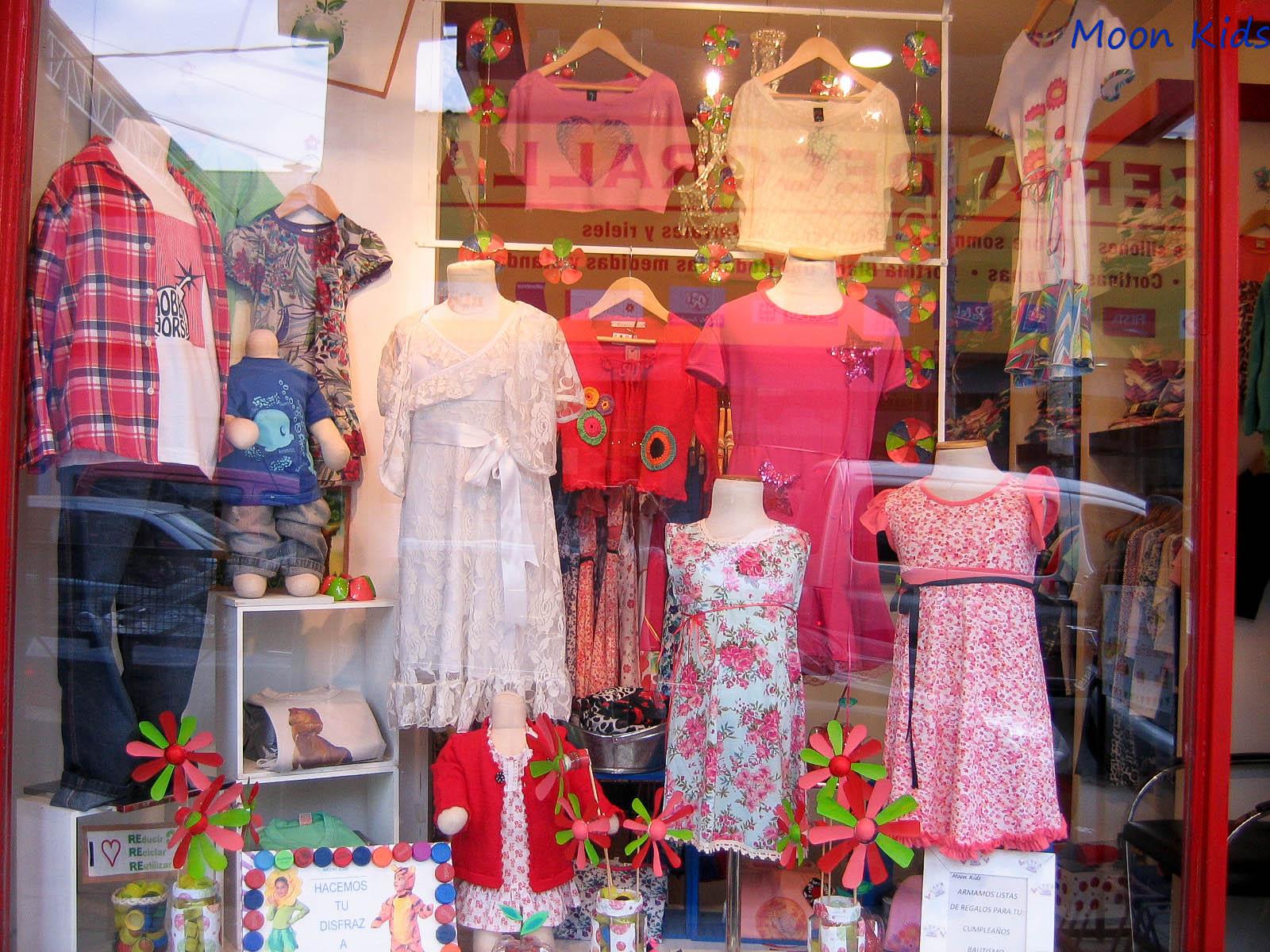 Moon kids for Decoracion de vidrieras de ropa