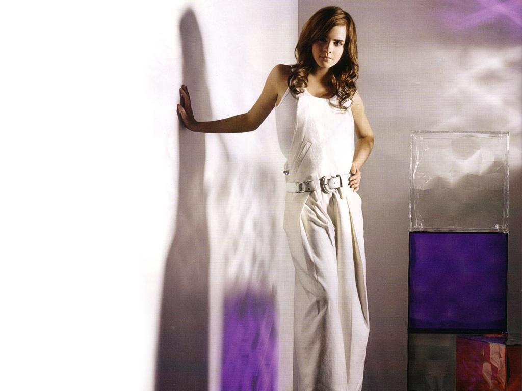 http://4.bp.blogspot.com/-pg58x3m8g8w/TyV05Mix1TI/AAAAAAAACfE/wNOwzDezTw4/s1600/Emma+Watson+Rarely+Seen+Unseen.jpg