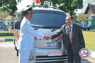 Walikota Serahkan Satu Unit Ambulance Untuk Kebutuhan Warga Bima di Lombok