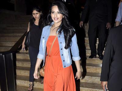 dabangg sonakshi sinha spotted at grand hyatt el actress pics