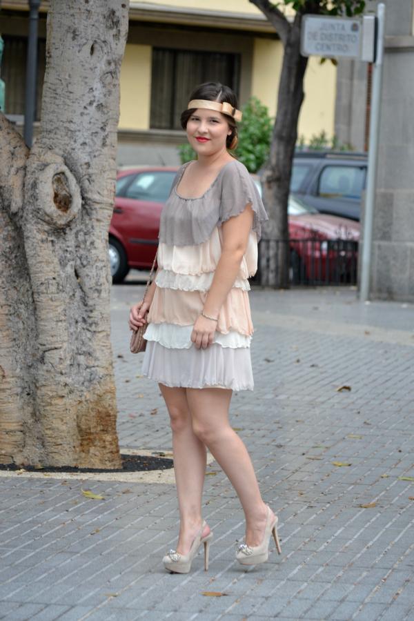 Look_Outfit_Graduacion_Tocado_Años_20_Zapatos_Joya_Zara_Vestido_Volantes_Nudelolablog_04