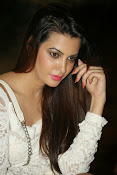 Diksha panth latest glam pics-thumbnail-9
