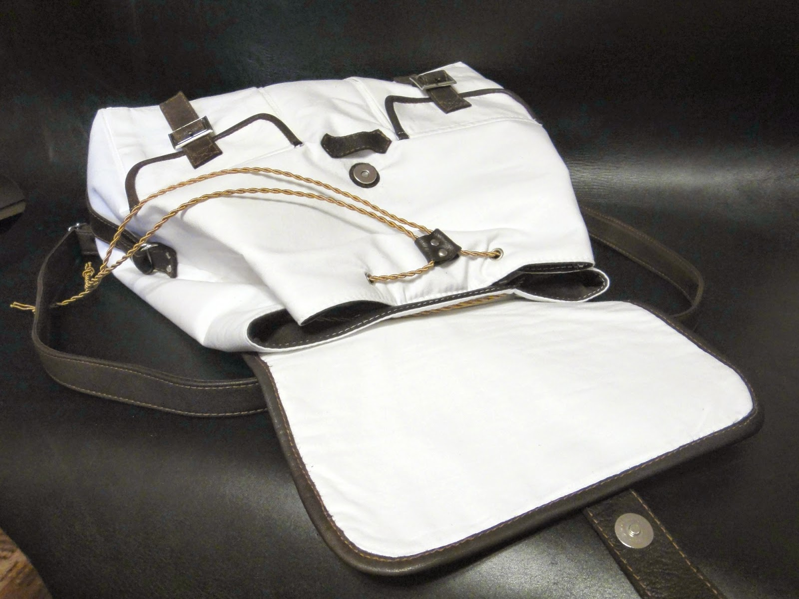 Спортивный городской рюкзак с отделкой натуральной кожей