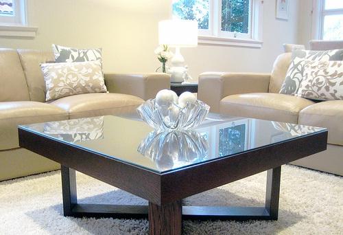 decora y disena 16 mesas de centro para sala. Black Bedroom Furniture Sets. Home Design Ideas