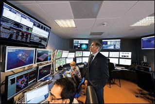 قاعة التحكم بمسرع الجسيمات بسيرن LHC